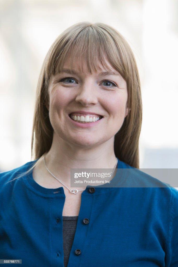 Caucasian businesswoman smiling : Foto stock