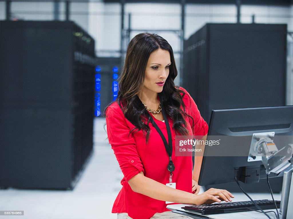 Caucasian businesswoman using computer in server room : Foto stock