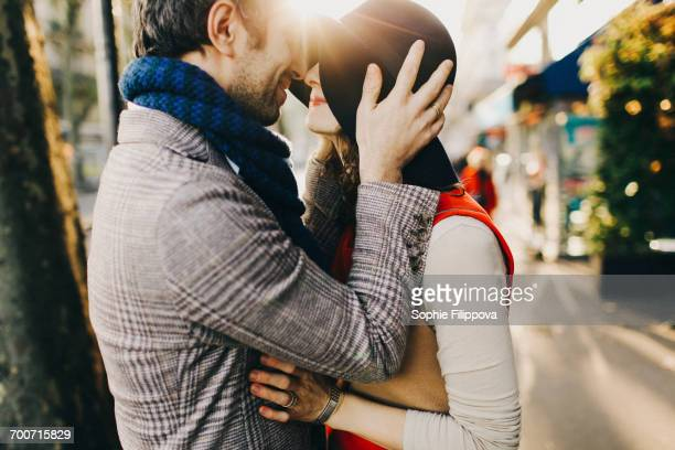 caucasian couple rubbing noses on sunny day - couple calin photos et images de collection