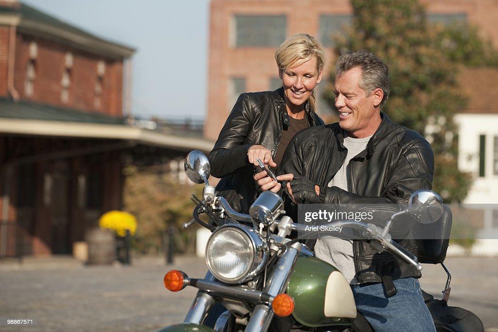Caucasian couple sitting on motorcycle : Stockfoto
