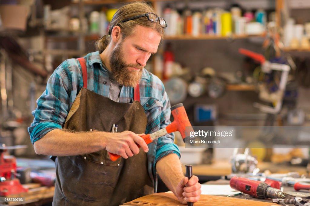 Caucasian craftsman working in workshop : Foto stock