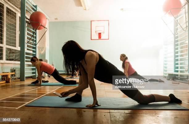 caucasian dancers stretching in gym - tänzerin stock-fotos und bilder