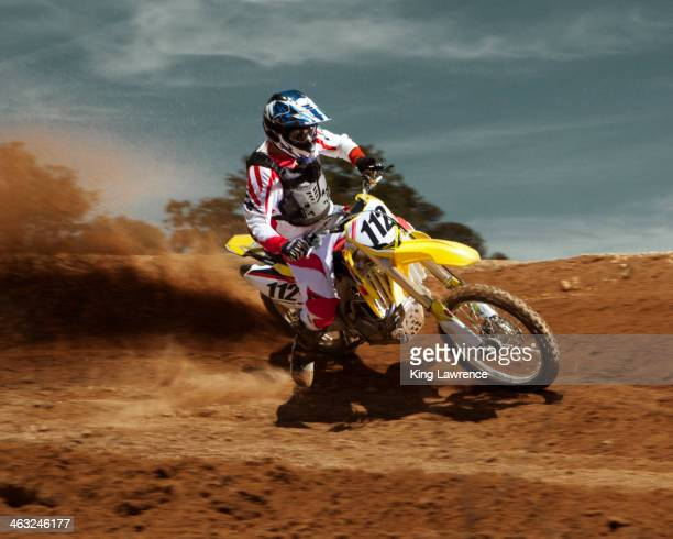 caucasian dirt bike rider on course - motocross - fotografias e filmes do acervo