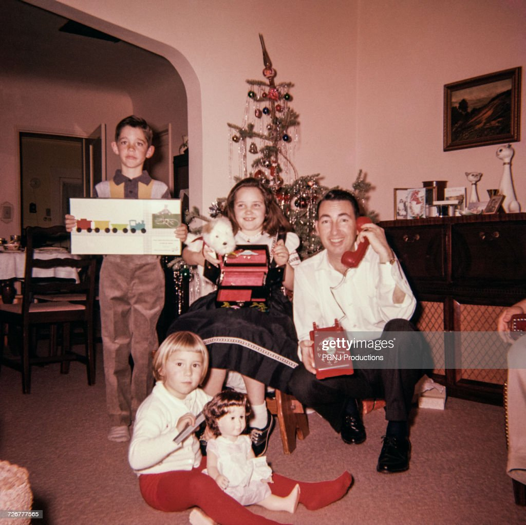 Caucasian father with son and daughters posing with Christmas gifts : Foto de stock