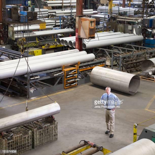Europäischer Abstammung foreman stehen in Fabrik
