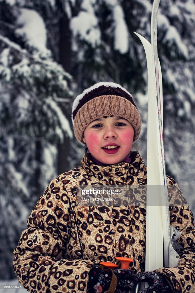 Caucasian girl carrying skis in forest : Foto stock
