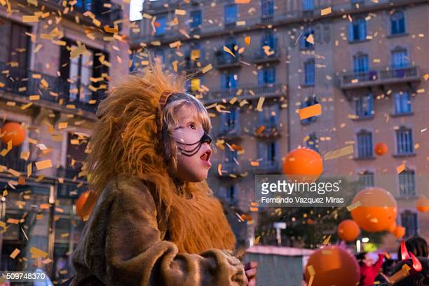caucasian girl dress up as lion looking astonished. - karneval stock-fotos und bilder