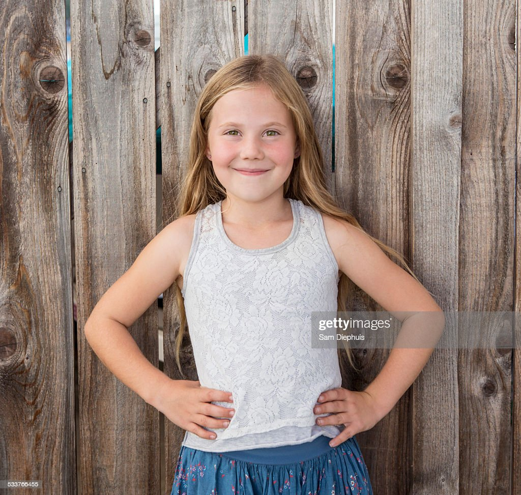 Caucasian girl smiling with hands on hips : Foto stock