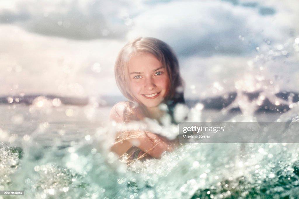 Caucasian girl splashing in lake : Foto stock