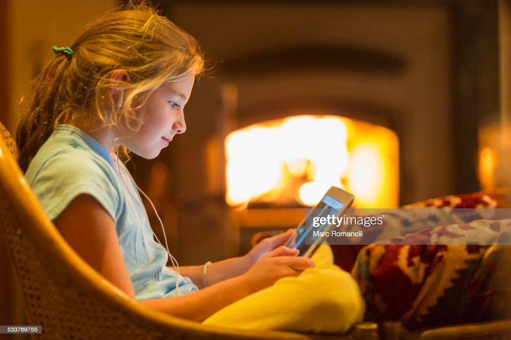 Caucasian girl using digital tablet in living room : Foto stock