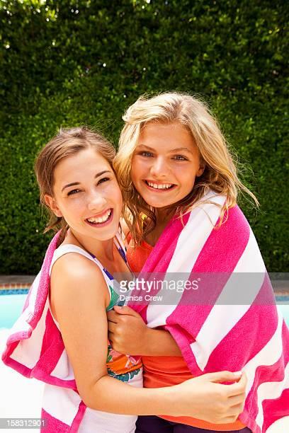 caucasian girls wrapped in towel together - sherman oaks - fotografias e filmes do acervo