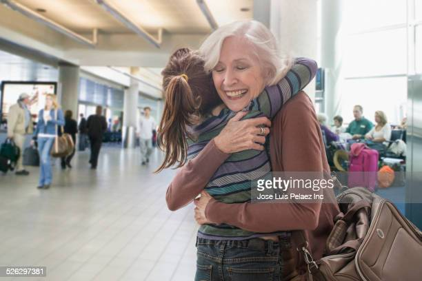 caucasian grandmother and granddaughter hugging in airport - west new york new jersey - fotografias e filmes do acervo