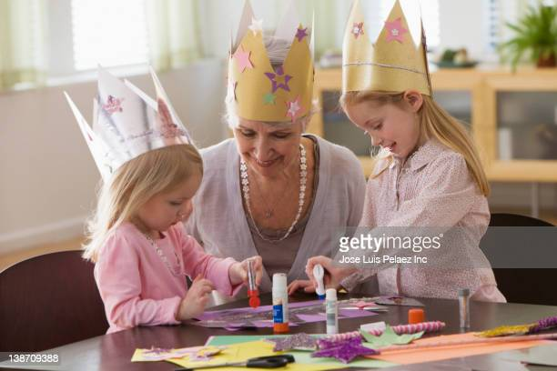 caucasian grandmother and granddaughters doing arts and crafts together - west new york new jersey - fotografias e filmes do acervo