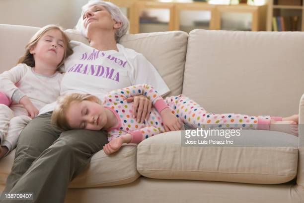 caucasian grandmother and granddaughters napping on sofa together - west new york new jersey - fotografias e filmes do acervo