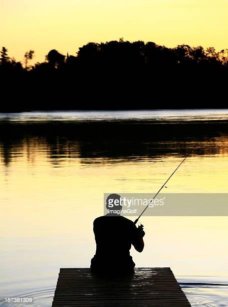Silueta hombre caucásico de pesca