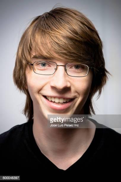 caucasian man smiling - 18 19 anos imagens e fotografias de stock