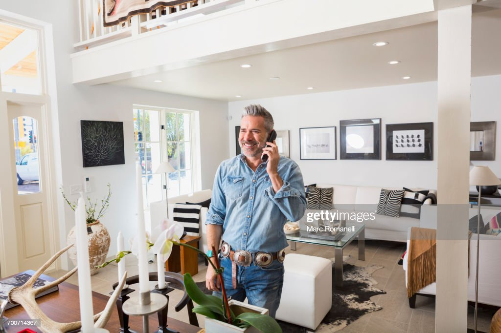 Caucasian man talking on telephone : Stock-Foto
