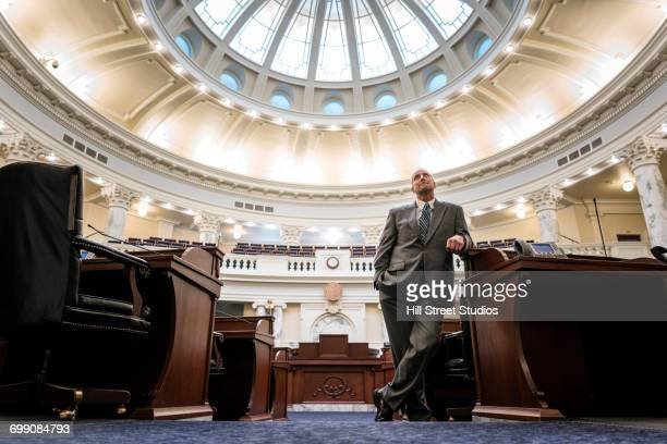 caucasian politician posing in rotunda - casa branca washington dc - fotografias e filmes do acervo