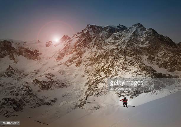 caucasian skier on monte rosa slope, piedmont, italy - monte rosa foto e immagini stock