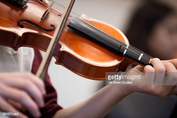 caucasian student musician playing violin - violin fotografías e imágenes de stock