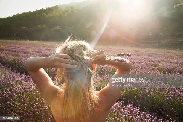 caucasian woman admiring field of flowers - provence alpes côte d'azur stockfoto's en -beelden