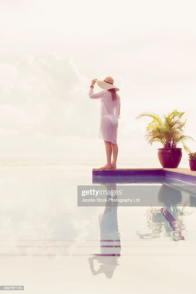 Caucasian woman admiring view from swimming pool : Foto stock