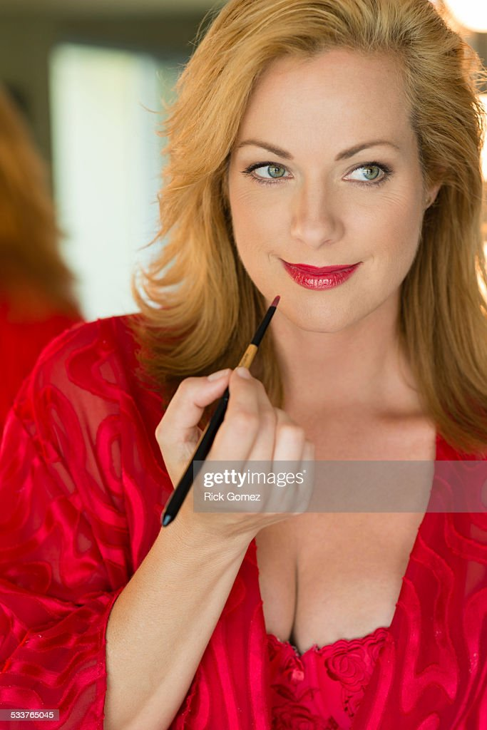 Caucasian woman applying makeup : Foto stock