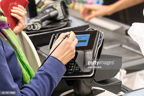 caucasian woman electronic signing her bill - credit card reader stock pictures, royalty-free photos & images