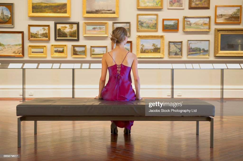 Caucasian woman in evening gown admiring art in museum : ストックフォト