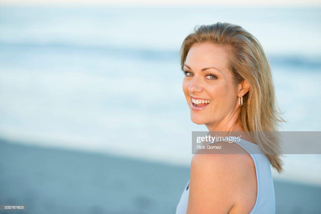 Caucasian woman smiling on beach : Foto stock