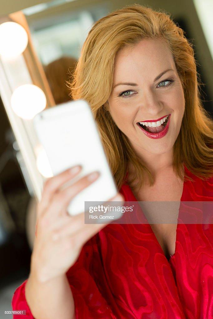 Caucasian woman taking cell phone selfie : Foto stock