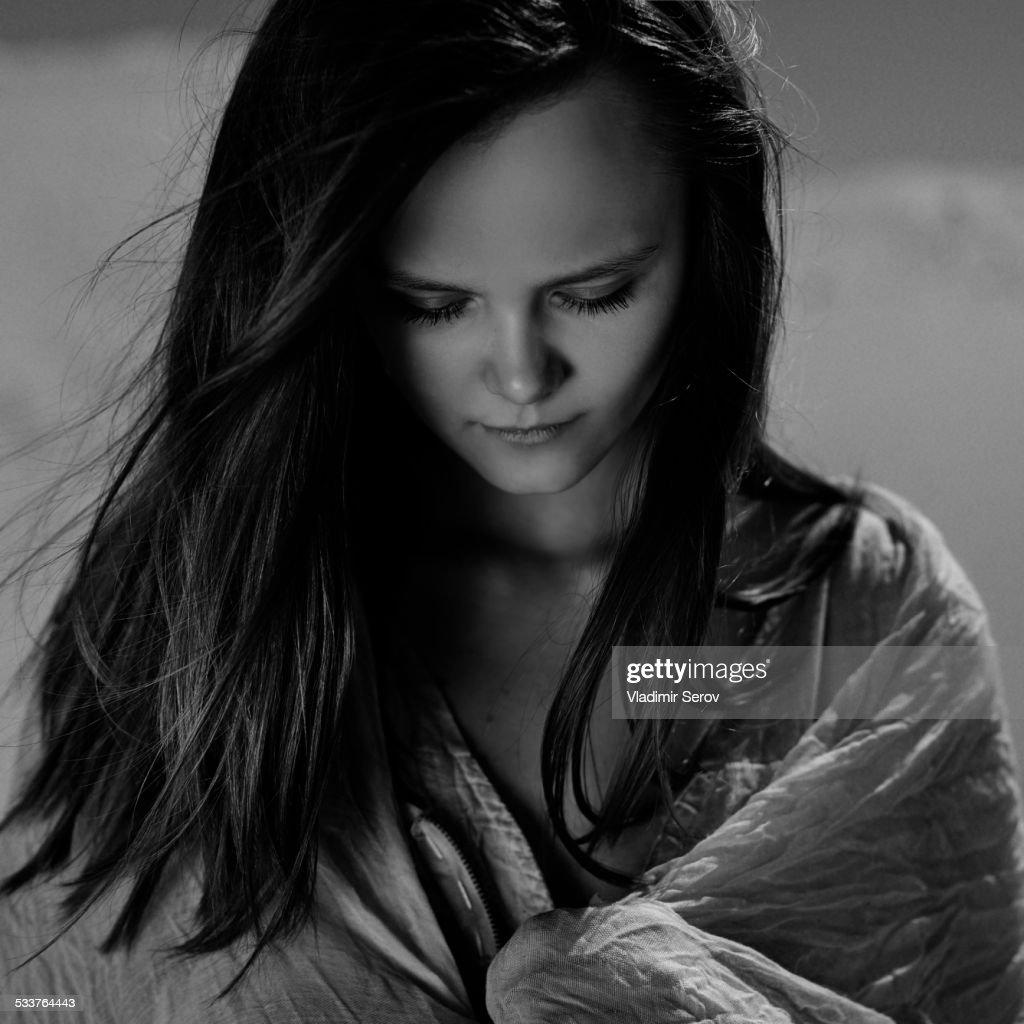 Caucasian woman wrapped in blanket : Foto stock