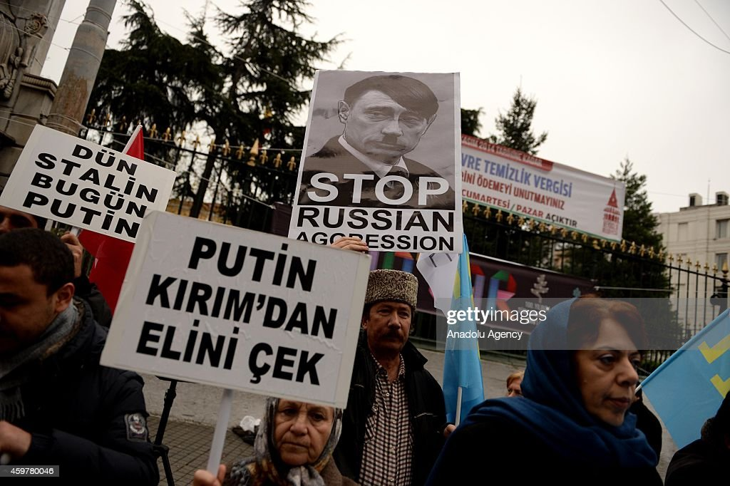 Caucasian-origin kids protest Putin's Turkey visiting in Istanbul : Photo d'actualité