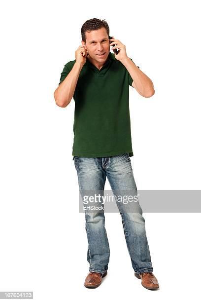 Casual hombre de negocios con teléfono aislado sobre fondo blanco