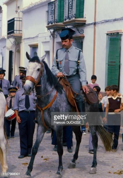 Cavalier de la Garde civile dans la rue à Séville, Espagne.
