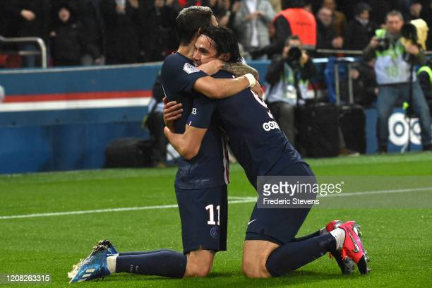 Cavani Edinson Roberto of PSG celebrate his goal with its partners during the Ligue 1 match between Paris SaintGermain and Girondins Bordeaux at Parc...
