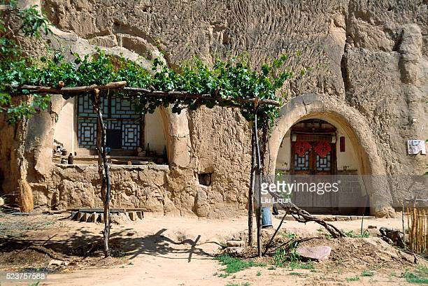 cave dwelling in china - cliff dwelling stock pictures, royalty-free photos & images