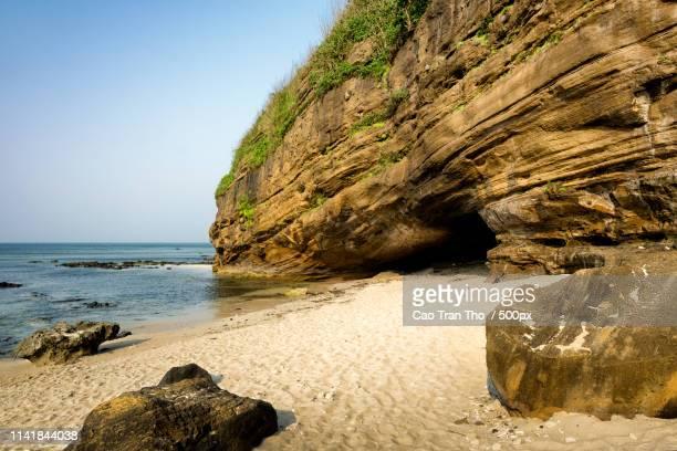 cave entrance - ly son island - quảng ngãi stockfoto's en -beelden