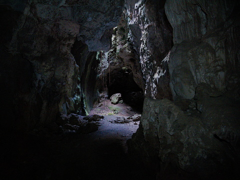 Cave 847534452