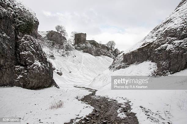 cavedale and peveril castle in the snow - peveril castle stock pictures, royalty-free photos & images