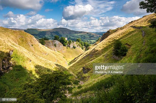 cavedale in summer, castleton, derbyshire - peak district national park stock pictures, royalty-free photos & images