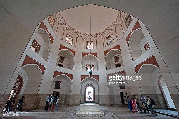 cavernous interior, baby taj, humayuns tomb, delhi, india - humayun's tomb stock pictures, royalty-free photos & images