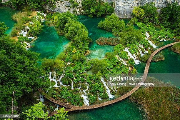 caves and waterfalls - croacia fotografías e imágenes de stock