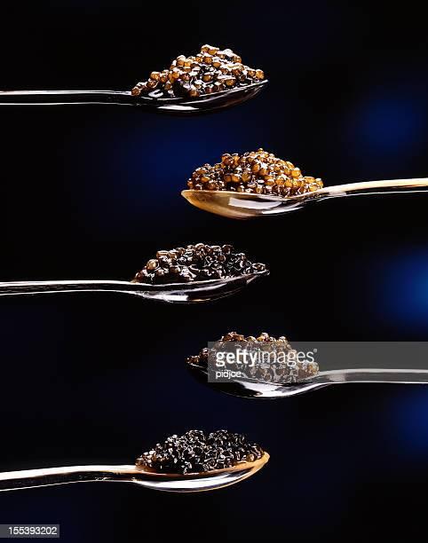 Caviar sur cinq cuillères