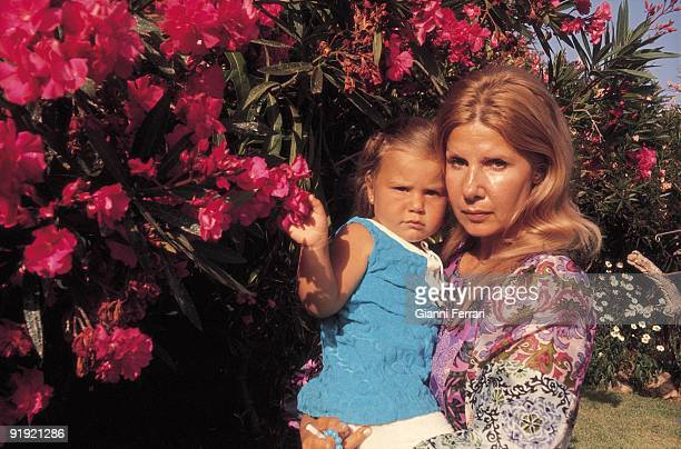 Cayetana Fitz James Duchess of Dawn with its Eugenia daughter