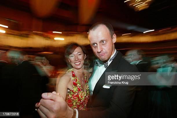 Cdu Politiker Friedrich Merz Tanzend Mit Ehefrau Charlotte Beim Frankfurter Opernball