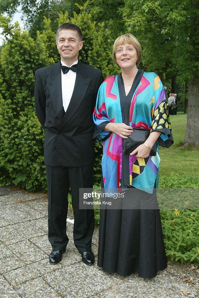 Cdu Politikerin Angela Merkel Mit Ehemann Joachim Sauer Bei Eröffnung Bayreuther F : Nachrichtenfoto