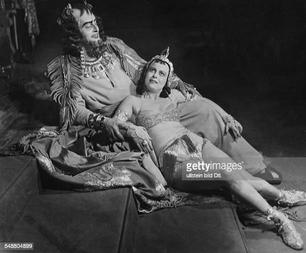 Cebotari Maria * Opera Singer Soprano Austria as 'Salome' with Julius Pölzer as 'Tetrarch' in the opera 'Salome' von Richard Strauss at the opera...