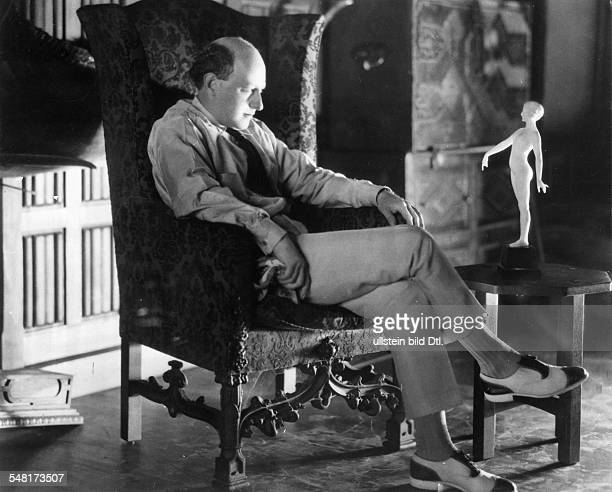 Cecil B DeMille *12081881 Film director USA portrait in an armchair in his house 1928 Photographer James E Abbe Vintage property of ullstein bild