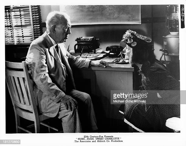 Cecil Kellaway and Agnes Moorehead talking in a scene from the film 'HushHush Sweet Charlotte' 1964
